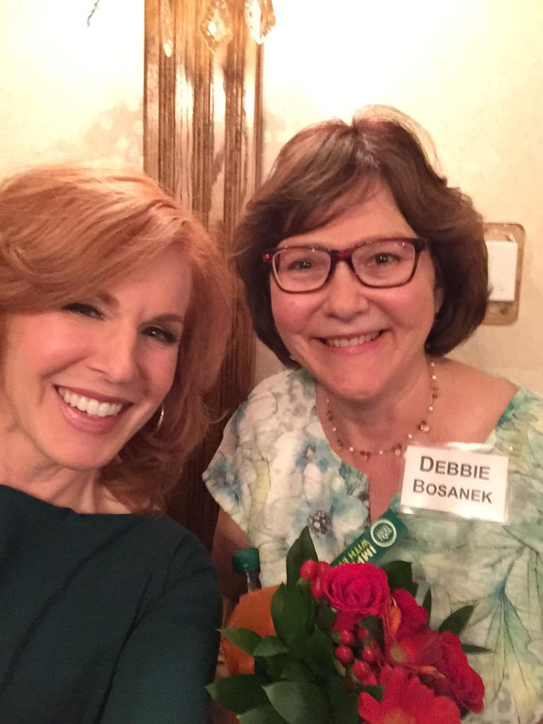 RT @LizClaman: Behind every successful man there's a strong woman. I'm w/ @WarrenBuffett's longtime assistant Debbie Bosanek #BRK50 http://…