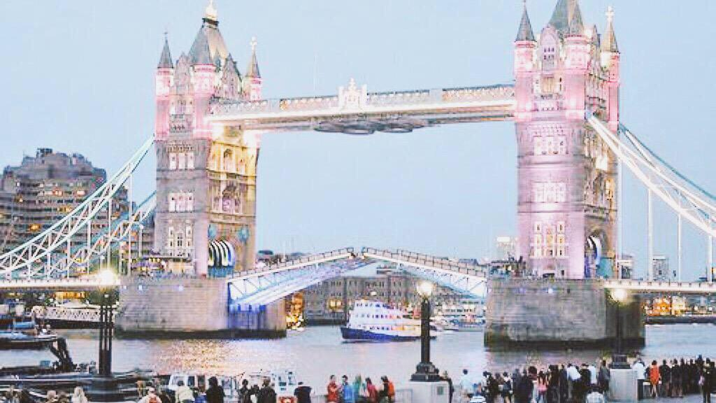 Royal Baby Londra, Tower Bridge rosa per Kate Middleton