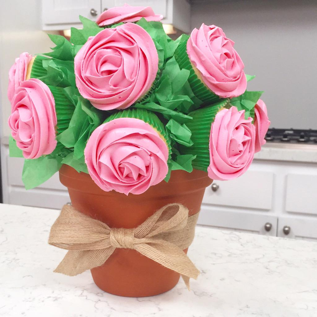 "Rosanna Pansino on Twitter: ""Made a Rose Cupcake Bouquet ..."