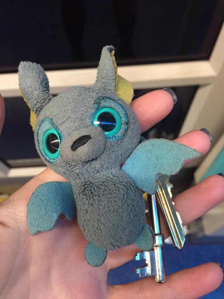 Bit of a long shot but please share! Found these keys on the DLR about five minutes ago, handed in to staff at Bank. http://t.co/mOcGK8YvLy