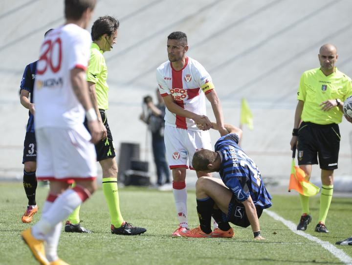Ristovski gets a hand from the Varese captain
