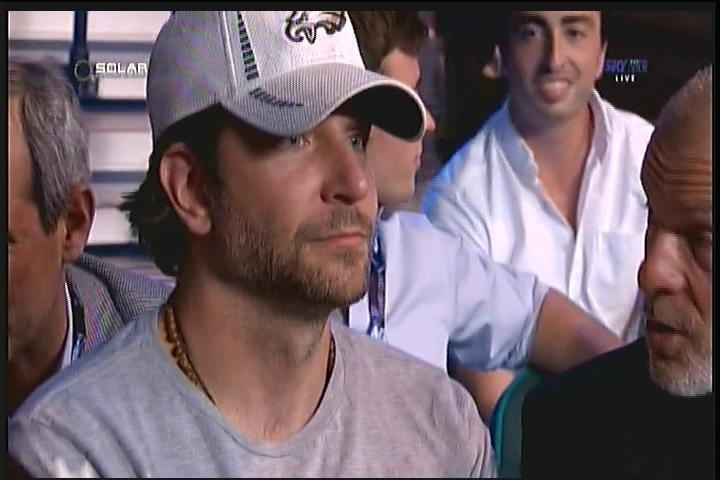 American Sniper Bradley Cooper spotted in the building #PacquiaoMayweather #LabanManny http://t.co/ZyVB6xAeZ6