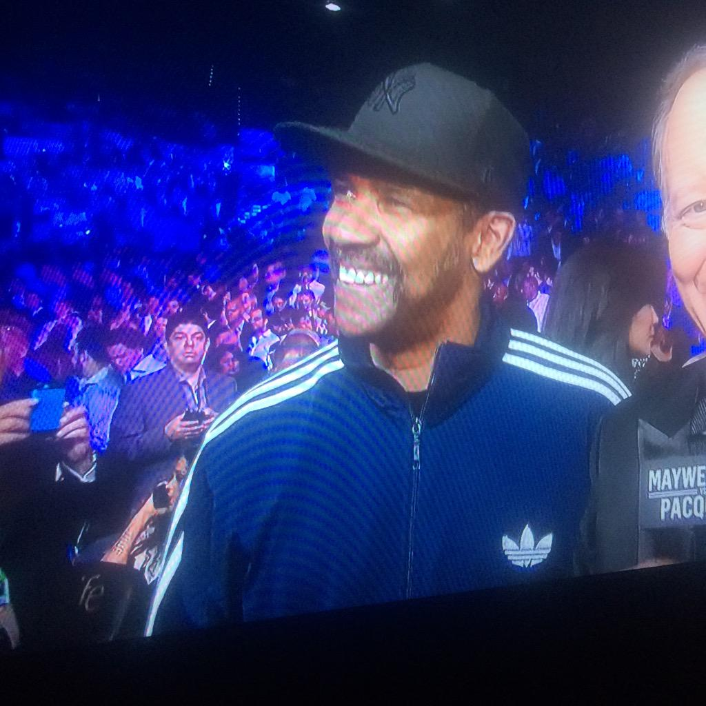 Denzel Washington looks like that High School janitor that everyone was cool with. http://t.co/Qxu3StIIF7