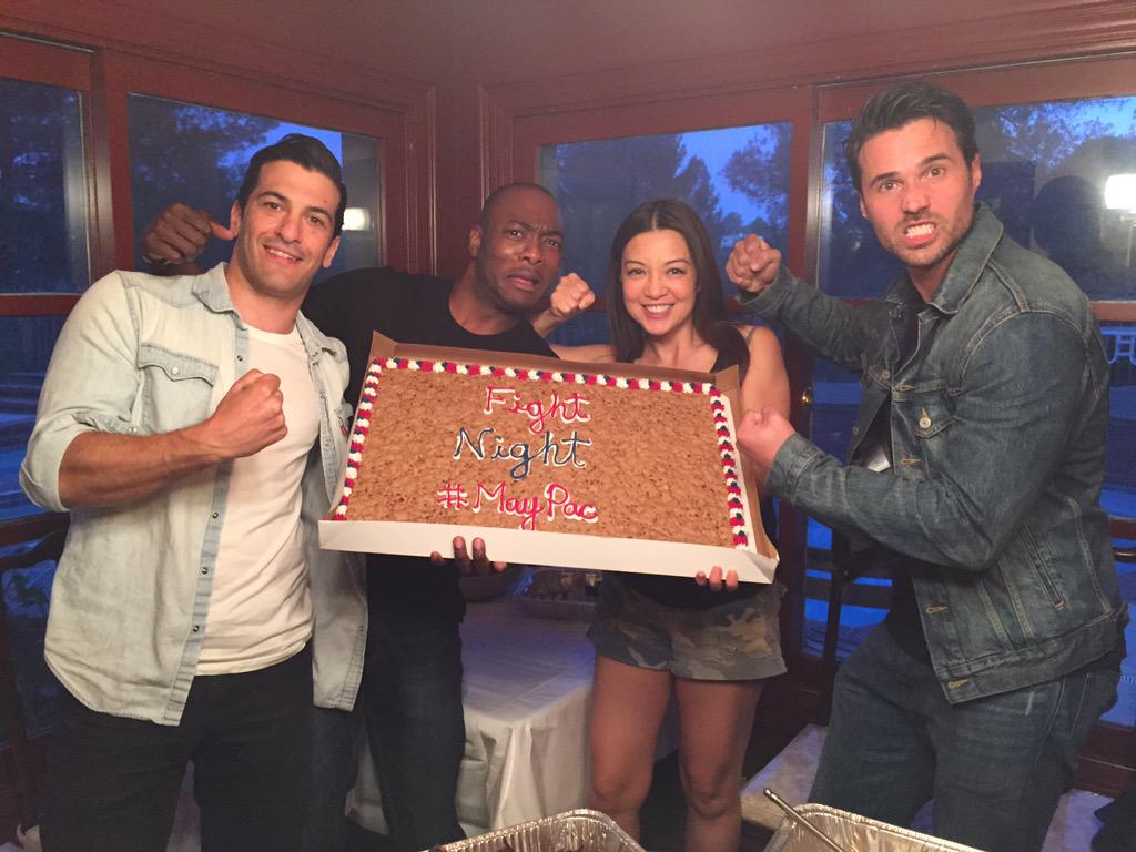 Thanks @iambjbritt 4 gr8 #MayPac cookie!! Let's get ready to RUMBLE! #MayweatherPacquaio @IMBrettDalton @simonkass http://t.co/UtvkoF2ILb