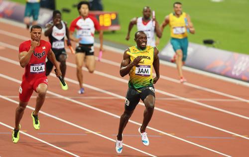 Usain Bolt, el hombre más rápido del mundo, teme que Mayweather le gane en una carrera. #MayweatherPacquiao http://t.co/2eEdHdl8AX