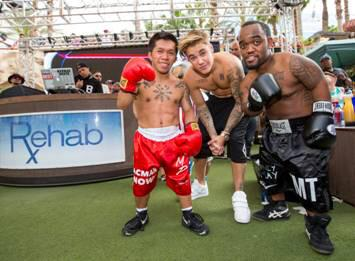 This is best ever -- the little people versions with @justinbieber #MayweaherPacquiao http://t.co/iN3Tfeqo61