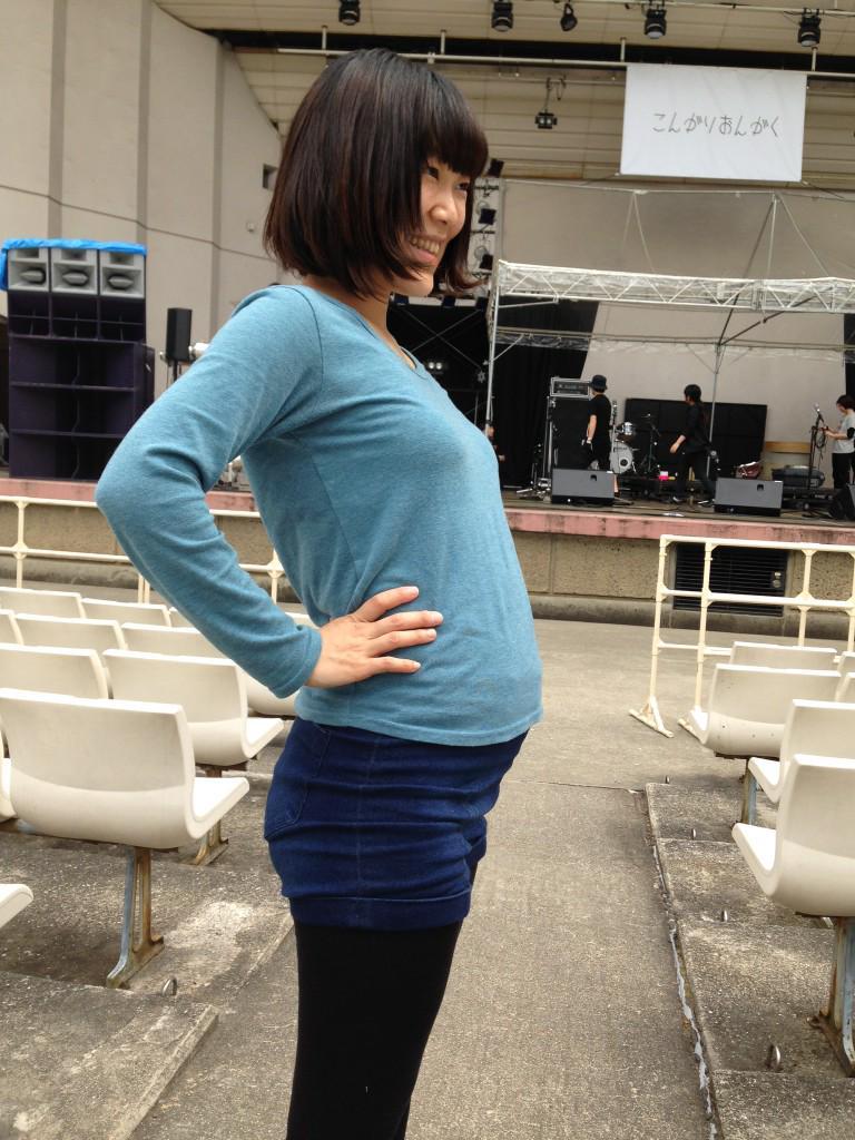 明日はこんがりおんがく祭でDODDODO BANDです!只今妊娠7ヶ月。おなかぽっこり土偶ドッドド みんな見に来てねー!! http://t.co/gmNmtr3uLo
