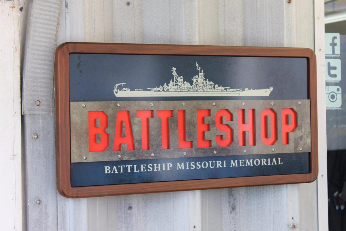 ちなみに戦艦ミズーリの隣にあるギフトショップはこんなお店なのよ!ギャグが効いてる! #バトルシップ http://t.co/RHZ5a1j8s1