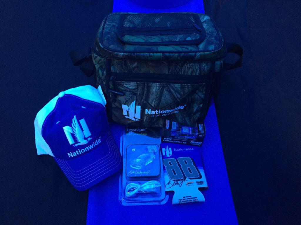 Retweet by tomorrow at 1:00pm ET and one lucky person will win this @DaleJr prize pack! #RaceDayGiveaway #NW88JR http://t.co/iY3wFIlYTi