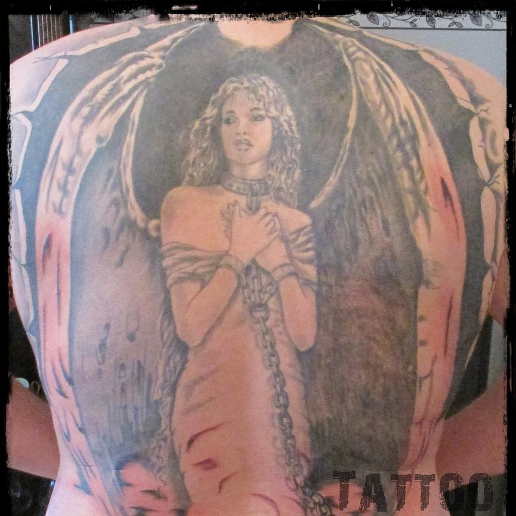 Engel rücken tattoo