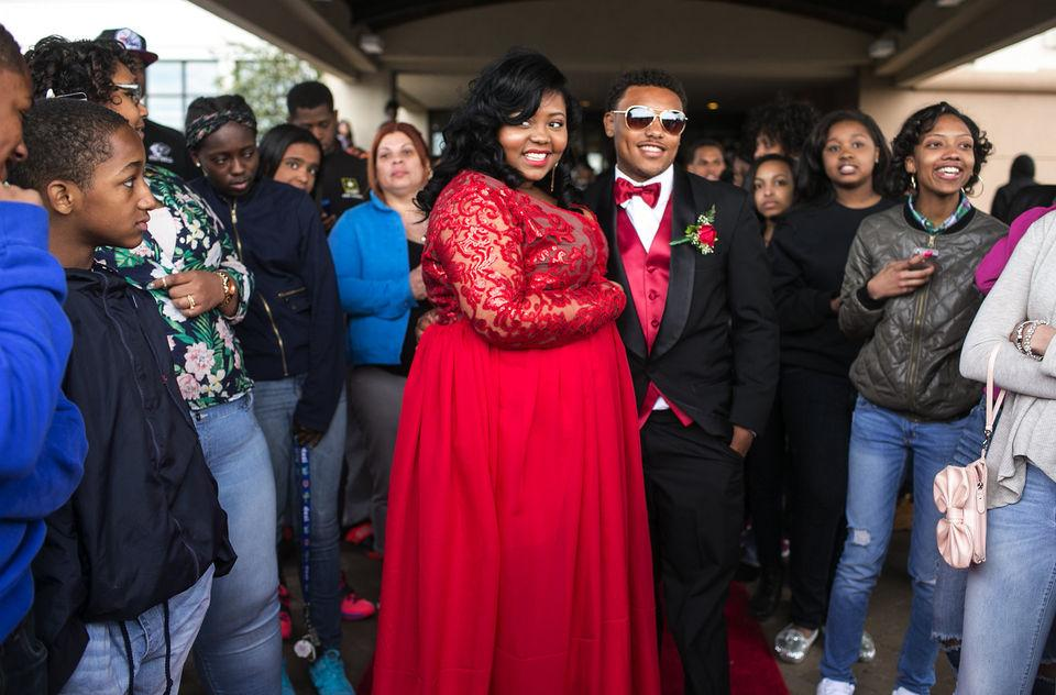 Student suspended for 'too revealing' prom dress; mom says it's because she's plus-sized: http://t.co/5wDSiHjLSc