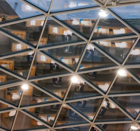 Wist je dat het Vlaams Parlement (@vlaparl) zijn data openstelt? http://t.co/bieEbKZWuW #convgov #egov http://t.co/QNH3grvyW1