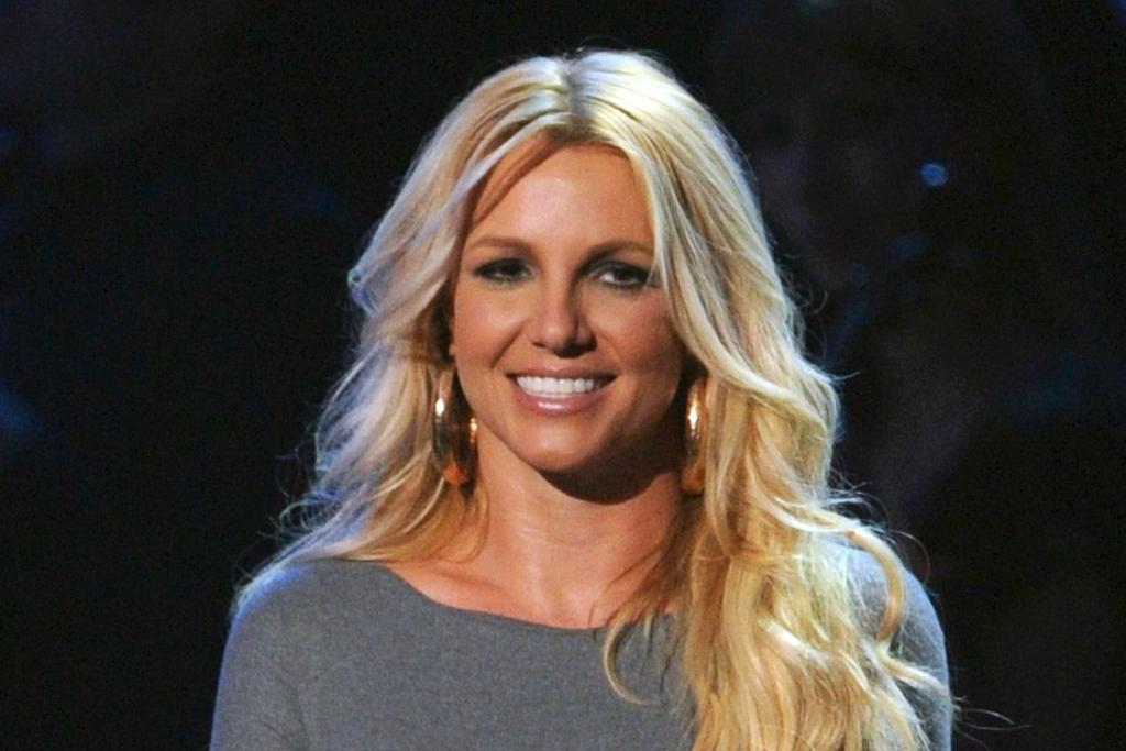 Britney Spears' comeback single is written by none other than @LittleMix http://t.co/bnCcSeE67e http://t.co/Ky5pKim80b