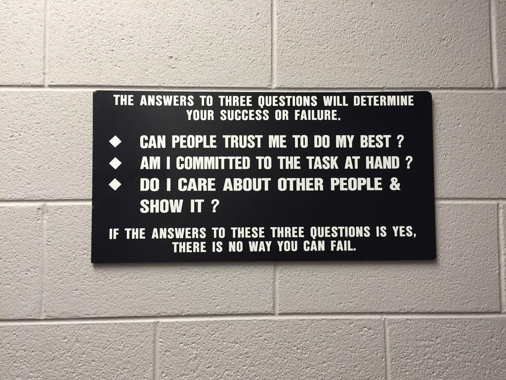 This was posted in the film room inside the clubhouse of @LadyVol_Sftball. Had to share.... http://t.co/Lb0GhnXNNL