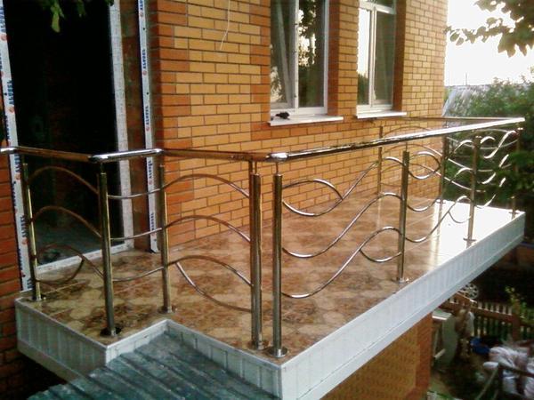 Пример перил из нержавейки для балконов