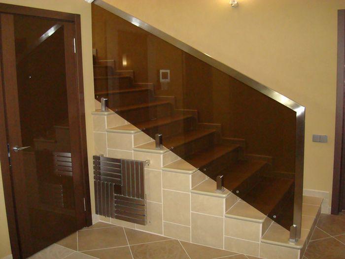 Пример оригинальной лестницы из нержавеющих элементов