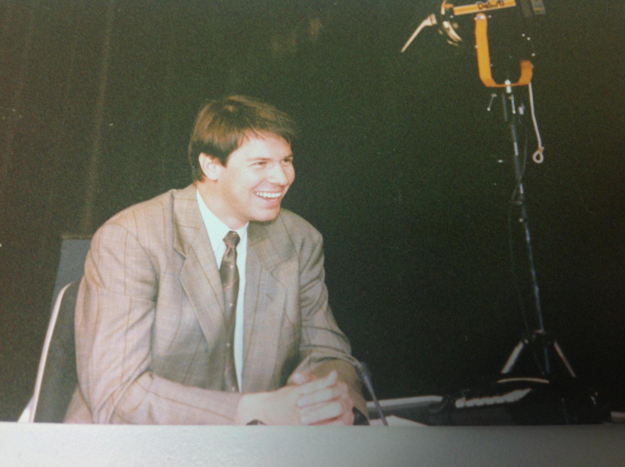 Kleines Jubiläum: vor 30 Jahren, am 1.5.85, hatte ich meinen ersten Arbeitstag als Reporter bei RTL. Jetzt: KUCHEN!!!pic.twitter.com/PRJeWLh7Gm