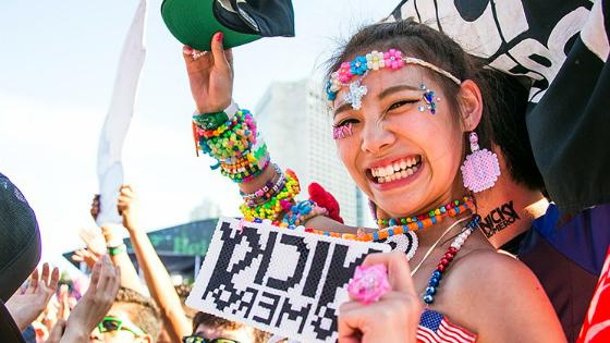 .@UltraMusicFestival 2016 tickets go on sale at 1 p.m. today. http://t.co/LnnOBShIoj #Ultra2016 #Ultra http://t.co/ov1UUdaB7G
