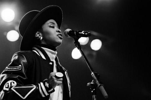 #mslaurynhill cancels #Israel show after #Palestinians boycott call. Pls RT. #BDS  http://t.co/aAWZ2ZNS9f http://t.co/4i3lLMZuBI