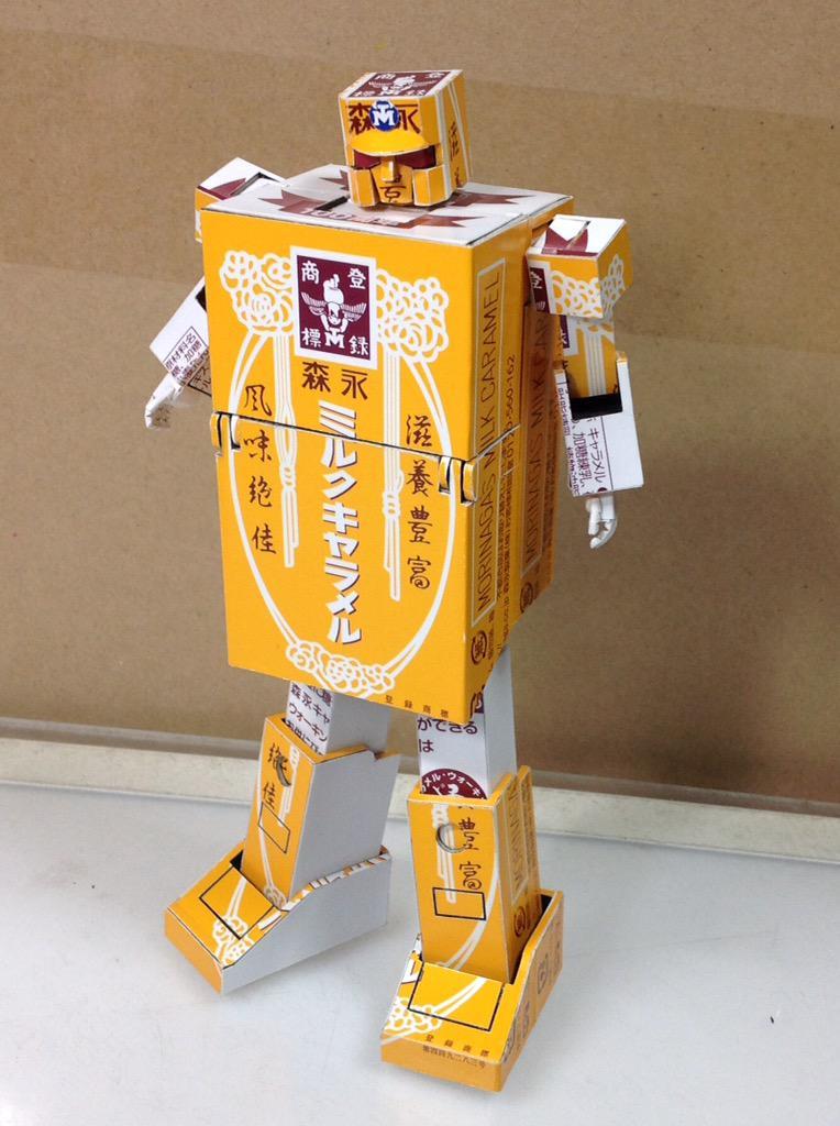【ペーパークラフト】森永ミルクキャラメルの箱で完全変形ゴールドライタンを作ってみた。 変形プロセス動画&製作過程画像→  youtube.com/watch?v=O-Qc6V… pic.twitter.com/LFcucPbM4B