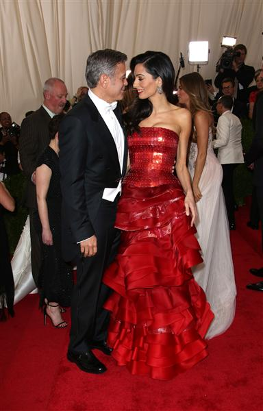George Clooney at the Met Gala 4th May 2015 CEM4WaaUEAAS24i