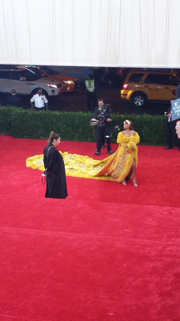 .@rihanna knows how to make an entrance #MetGala