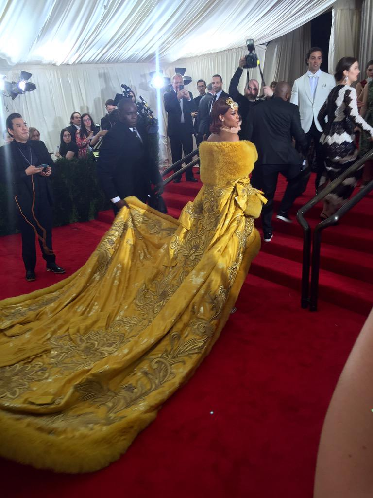Rihanna had to arrive after almost everybody else because her dress her so massive #MetGala http://t.co/p26SvKcoLU