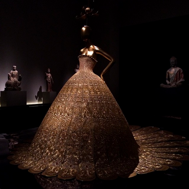 Rihanna is wearing Guo Pei, one of the only Chinese designers in the show. http://t.co/bbxyLMXblW http://t.co/GwY5oNrytr