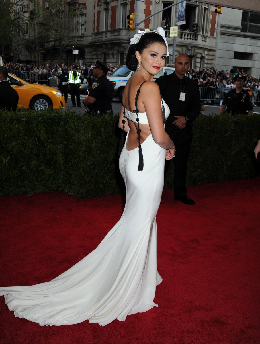 FOTO Selena Gomez MET Gala Red Carpet