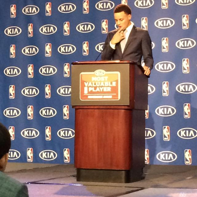 Stephen Curry in a moment of reflection before beginning his MVP acceptance speech in Oakland. http://t.co/oCnxgxIyii