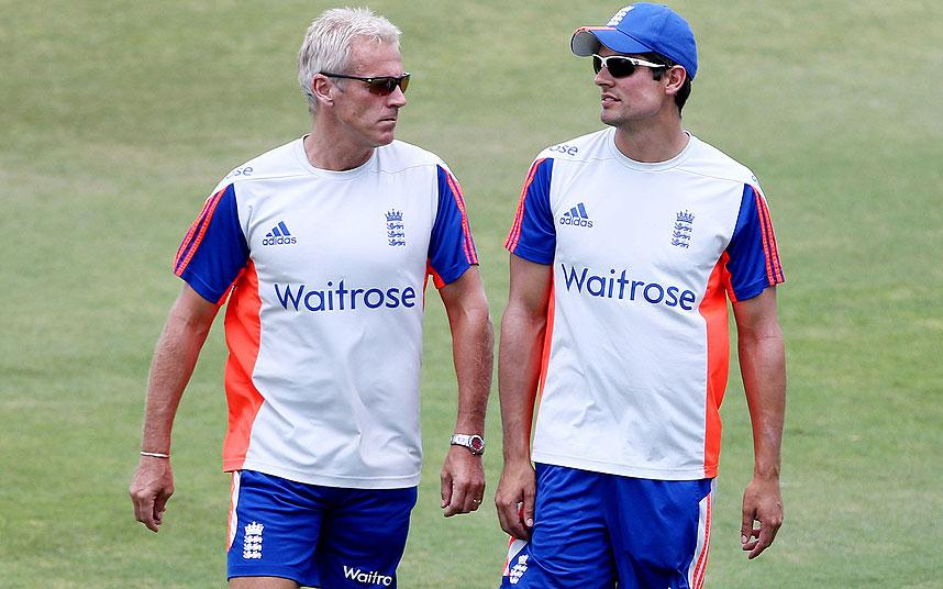 Geoffrey Boycott takes guard and gives Alastair Cook a piece of his mind http://t.co/3MT7VJsezY http://t.co/YF6pXdCGQH