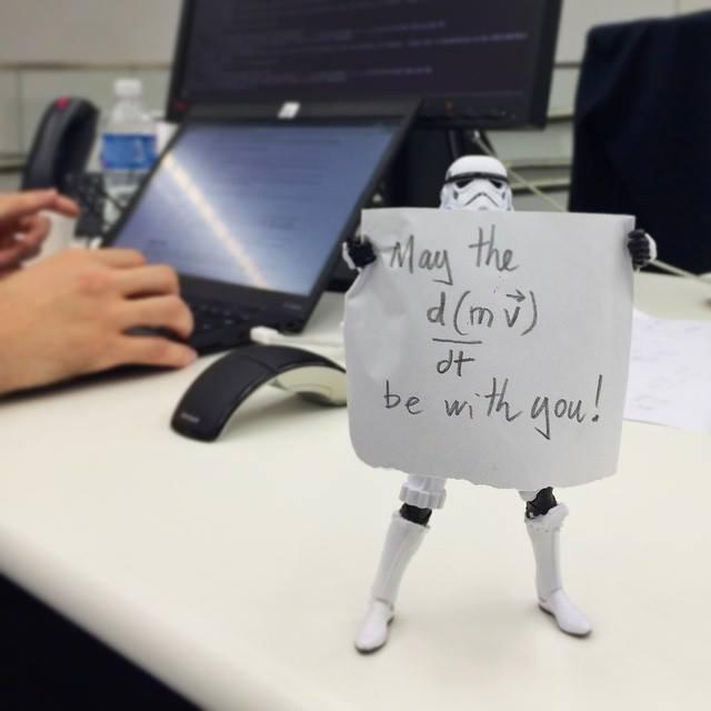 A IBM também acredita que sempre em movimento está o futuro. #MayThe4thBeWithYou #StarWarsDay http://t.co/EASvpRzuQB