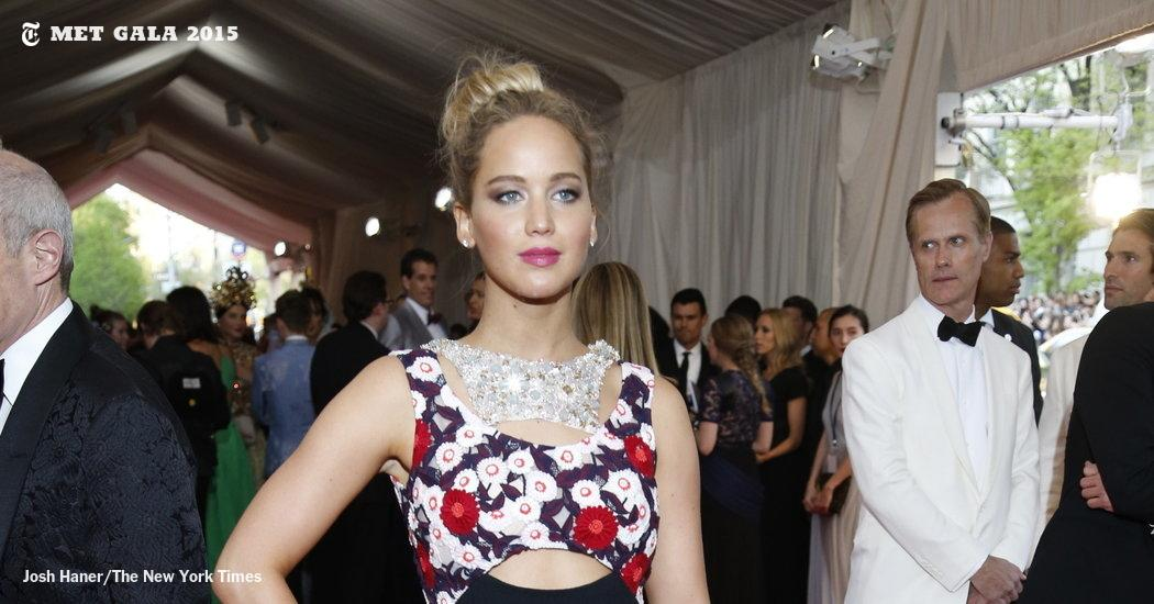 Jennifer Lawrence on the #MetGala2015 red carpet. http://t.co/zJc5aKEWei http://t.co/zLLyqcTjUS