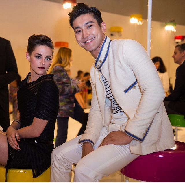 Kristen Stewart & Siwon at #ChanelCruiseSeoul yesterday. Pic thx shootingthestyle IG http://t.co/DizeD1XJz4
