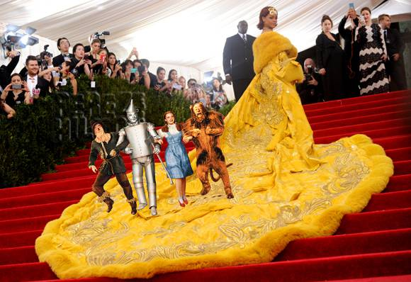 Here are all the things #Rihanna's giant yellow dress looked like on the #MetGala red carpet!  http://t.co/qMD3rbIZXY http://t.co/K7K7su9lPV