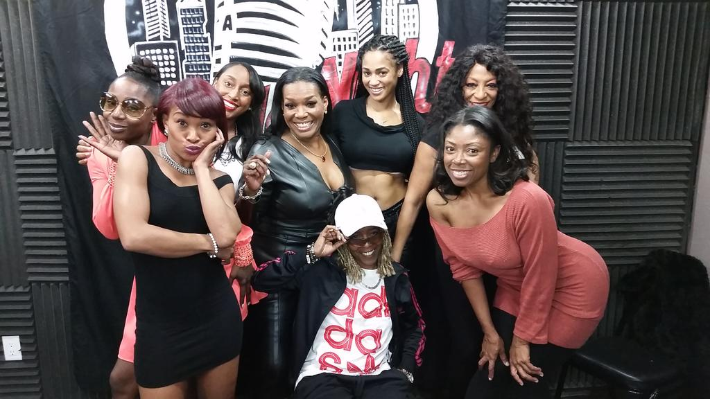 Thank you to all the ladies of @ApolloNightLA for the warm welcome!   See you soon! http://t.co/gzmrZ3oOCQ