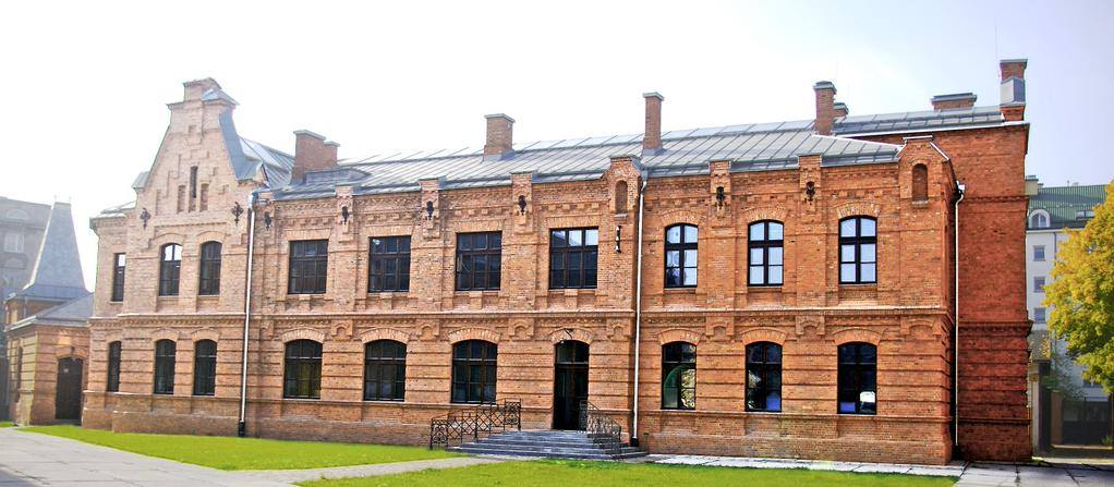 Kudos to Google for choosing the old vodka factory as the location for #CampusWarsaw. A truly Polish choice! http://t.co/gOYMsn4LCU