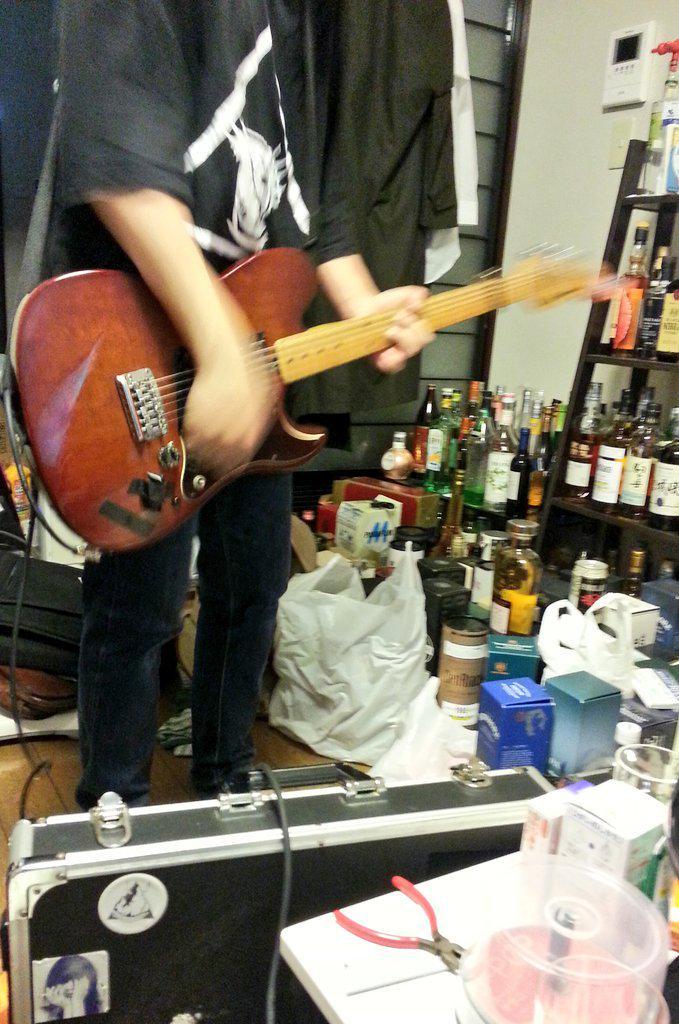 レコーディングの際「酒が邪魔」と正論吐かれたのがハイライト http://t.co/BsxnbawSu9
