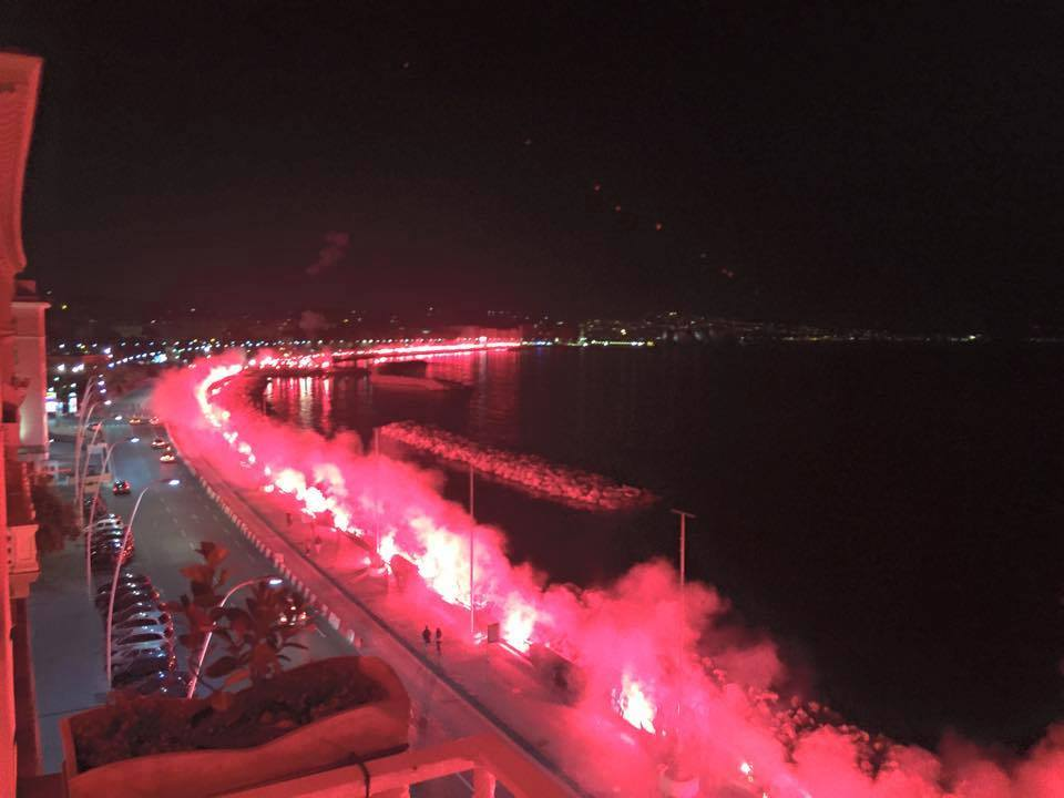 #Napoli fans light up the city's seafront to remember Ciro Esposito, the fan killed a year ago http://t.co/c41EH20Pet