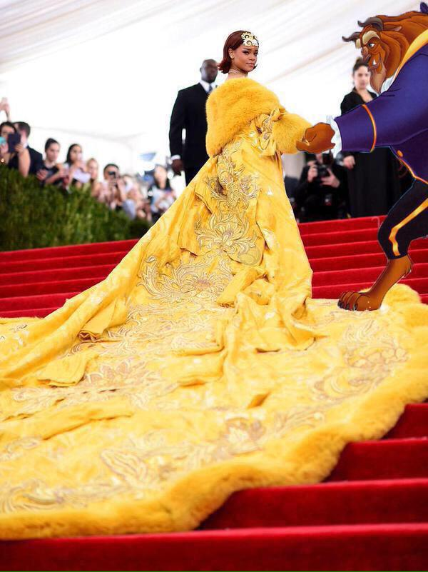 But all jokes aside. The moment i saw Rihanna's dress, i saw this. http://t.co/t1lV0ZrrYr