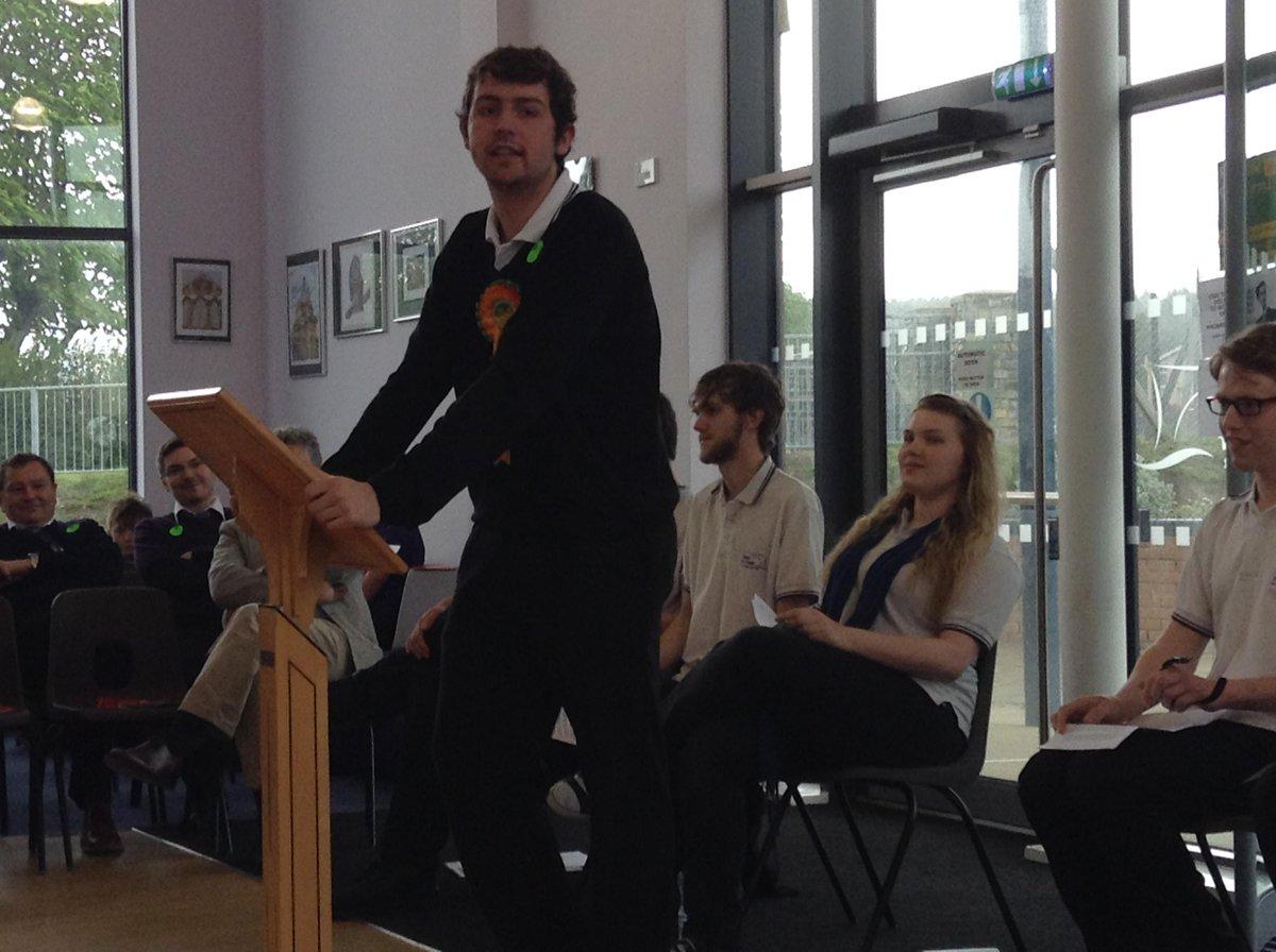 Gethin yn siarad dros Plaid / Gethin speaking for Plaid #YouthVoteBroPedr http://t.co/txNslD17Fo