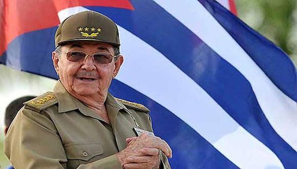 Felicita Raúl Castro a integrantes del Ministerio del Interior