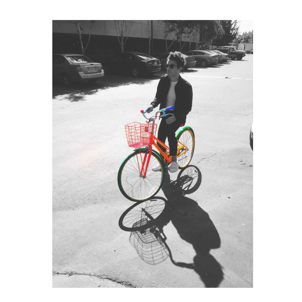 Getting on my Google bike at the Google campus ... https://t.co/JWg6UpJhqQ http://t.co/3r5XwPZSNt