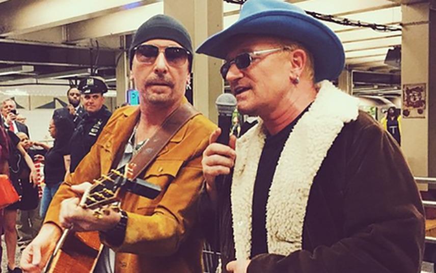 Musica: Concerto a sorpresa U2 nella metro di New York (Video) | FOTO Bono Vox
