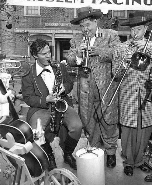 I give you Stan and Ollie jamming with Orson.  You're welcome. HT @Stan_And_Ollie #AwesomeWelles http://t.co/2aGxp0Uxpk