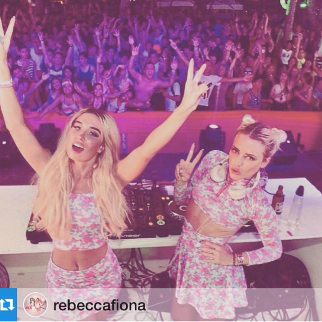 Rebecca & Fiona partied with us at #FoxSonoftheBeach on May 1! #rebeccafiona #LaBoracay2015 http://t.co/GrLG9muTv4