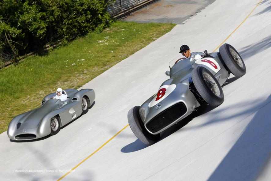 FOTO Stirling Moss in Mercedes a Monza (auto Fangio)