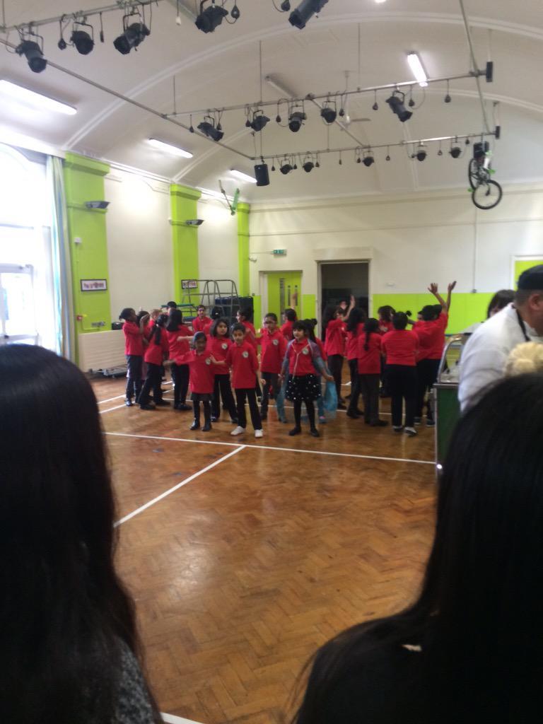 Chinese choir kick off the proceedings! #tmwml http://t.co/7xxKTLYUKV