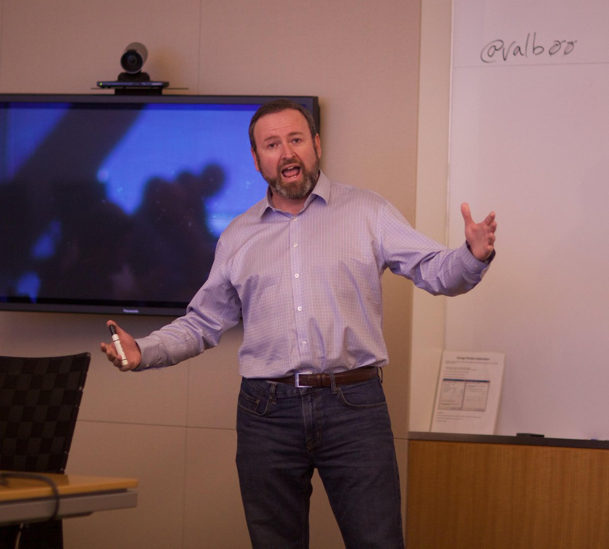 Trust the Canadian to be the comic. @valb00 talking some interesting stuff @netapp #NetAppATeam http://t.co/sHWptNdfRO