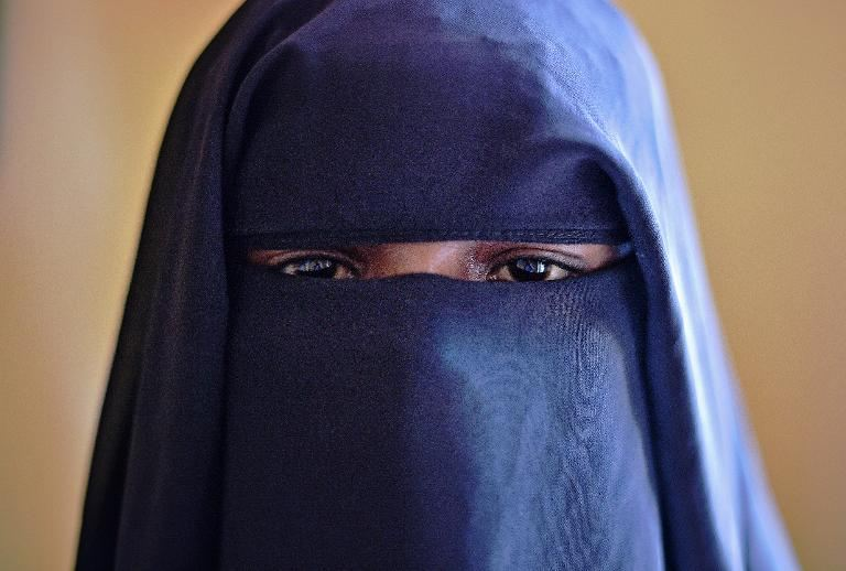 14-year-old girl raped in Somalia. Instead of arresting suspect police raped her again & again http://t.co/KA7YIz4rWz http://t.co/f9FQuFw6dl